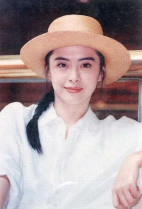 张国荣对她一见钟情,刘德华赞她是理想型,却在最红时息影向佛!