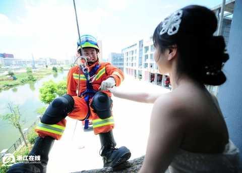 宁波消防战士拍特殊婚纱照高清组图