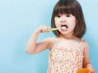 娃娃牙齿都烂了 医生气愤的说家长太无知