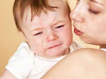 下蹲法让宝宝停止哭闹 让宝宝快速停止哭闹的方法